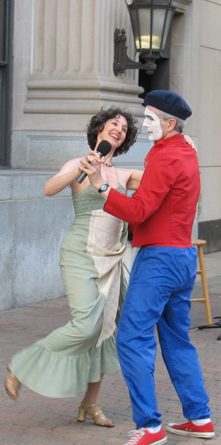 Downtown Oak Park with mime Gregg Steigmeyer